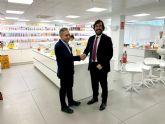 Miguel Motas visita las instalaciones de AMC Natural Drinks, empresa ganadora del Premio Nacional de Innovación