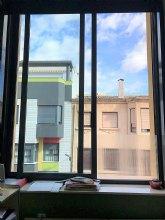 El Ayuntamiento instala paneles de policarbonato en los centros educativos ciezanos para reducir el frío en las aulas