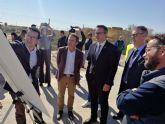 El presidente de la CHS visita las obras de emergencia del canal del postrasvase en el Campo de Cartagena