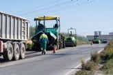 Servicios Públicos repara el firme de la carretera de La Asomada