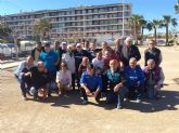 16 equipos de petanca de España y Francia compiten en un amistoso celebrado en el club de Puerto de Mazarr�n