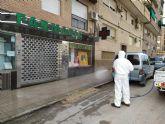 El Ayuntamiento desinfecta los exteriores de farmacias y estancos