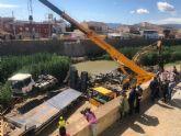 El Ayuntamiento agiliza los trabajos y retira, una semana antes de lo previsto, la hormigonera que cayó en el río