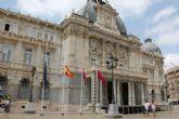 El Ayuntamiento luce sus banderas a media asta por el fallecimiento del primer presidente de la Región de la democracia
