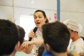 La chef Mar�a Jos� Mart�nez enseña a cocinar en el campus 'M�s que basket 2018'