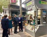 Murcia estrena un nuevo modelo de quiosco para los vendedores de cupones de la ONCE