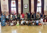 Niños y niñas saharauis visitan el Ayuntamiento de Murcia