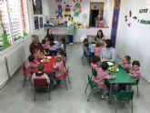 Taller de zumo y macedonia en la Escuela Infantil de Roldán