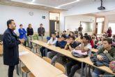 Alumnos de cuarto curso del IES Ben Arabí aprenden a realizar su curriculum vitae a través del Programa de Intervención Socioeducativa ¿Vienes o voy?