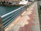 Continuan los trabajos para la reparacion de barandillas en la via publica