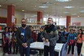 """La biblioteca de San Javier echa imaginación al invierno con un propuestas innovadoras como la de """"reservar un bibliotecario"""""""