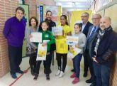 El CEIP Poeta Antonio Oliver acoge una exposición filatélica hecha por alumnos del centro
