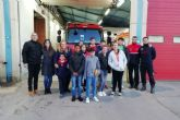 Los miembros infantiles del Consejo Municipal de la Infancia aprenden jugando con los Bomberos de Cartagena