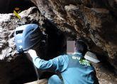 La Guardia Civil sorprende a dos pescadores furtivos en Cartagena