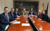 El Gobierno regional negocia con Sabic la posible recolocación de los trabajadores afectados por el ERE de la compañía