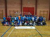 Casi un centenar de alumnos aprenden sobre tecnica y tacticas deportivas en el Clinic de Futbol Sala