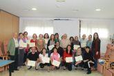Veinticinco personas recogen sus diplomas del curso de cuidadores de personas dependientes