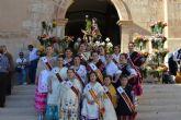 Más de medio centenar de blanqueños participan en la ofrenda de flores y frutos a San Roque