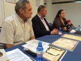El escritor Ginés Rosa hace entrega al Ayuntamiento un total de 17 documentos medievales y otros de los siglos XVI al XVIII