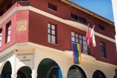 La bandera LGTB ondea en la fachada del ayuntamiento