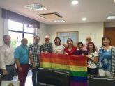 La bandera LGTBI ondea en el balcón del Ayuntamiento de Molina de Segura con motivo del Día Internacional del Orgullo 2018