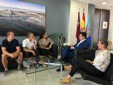 El alcalde recibe en el Ayuntamiento a la deportista de 16 años, Chole, seis veces campeona de España de Kick Boxing y una  vez campeona de España de Boxeo