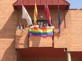 El Ayuntamiento de Molina de Segura se suma a las voces que claman por la libertad y la igualdad en el Día Internacional del Orgullo 2019 con el despliegue de la bandera LGTBIQ en el balcón municipal
