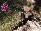 Protección Civil insta a los usuarios a que no arrojen vidrios en la montaña porque su efecto lupa puede provocar un incendio forestal, teniendo consecuencias medioambitentales irreversibles y nefastas