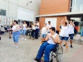 El Centro de Día para la Discapacidad Intelectual José Moyá Trilla celebra el acto de clausura del fin de curso 2015/2016 en el transcurso de un encuentro entrañable con muchas sorpresas