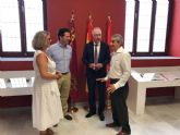 Un protocolo entre el Ayuntamiento, la FREMM y la Escuela de Arte permitirá convertir neumáticos usados en joyas y obras artísticas