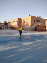 El Ayuntamiento implementa un plan municipal de limpieza y desinfección en centros educativos como medida de prevención ante el COVID-19