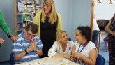Familia financia con 437.000 euros la atenci�n a personas con discapacidad en Mazarr�n