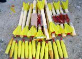 La Guardia Civil desactiva una quincena de cohetes antigranizo hallados en un almacén de Cehegín