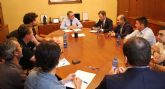 Encuentro de trabajo entre el presidente de la CHS y representantes del Ayuntamiento y asociaciones de Yecla
