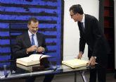 El rey Felipe VI inaugura el Libro de Oro del Ayuntamiento de Murcia 31 años después de hacerlo como príncipe