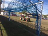 Realizan trabajos de resiembra en el estadio municipal 'Juan Cayuela' para garantizar su mantenimiento