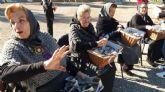 Servicios Sociales y el club de mayores de Virgen de la Caridad sacan ´Las Abuelas Castañeras´  a la calle