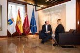 Alcaldesa y Presidente regional se re�nen para abordar el desdoblamiento de la carretera de Mazarr�n al Puerto