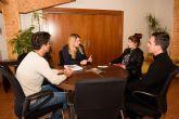Ayuntamiento y Cáritas donarán a los padres de Paula Valdivia parte de la recaudación del próximo lanzamiento de farolillos