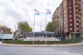 La bandera Trans ondea en la Fuente del Submarino Peral para dar visibilidad a este colectivo