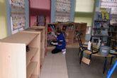 El Ayuntamiento realiza tareas de mantenimiento básico, consistentes en la desinfección de los centros educativos municipales