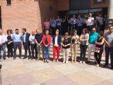 La ciudadanía de Molina de Segura muestra en una concentración su repulsa y dolor por el crimen machista ocurrido en la localidad