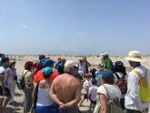 San Pedro del Pinatar informa de los efectos de los plásticos en las playas en una ruta guiada