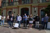 Una hostelería en la UCI entrega las llaves de sus negocios a Ballesta como protesta por su pasividad ante el sector