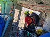 Rescatado por aire a un cazador que ha sufrido una caída en una zona de barranco en la pedanía El Cantón, Abanilla