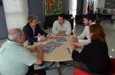 El alcalde aborda con el director general de Carreteras la mejora de las carreteras regionales en el municipio