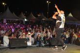 El festival 'Un viaje a los 90' transforma el recinto ferial de San Pedro del Pinatar en una gran discoteca