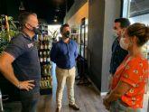 El alcalde José Miguel Luengo celebra la aparición de 'Bringdis', una empresa dedicada al servicio de reparto de bebidas a domicilio que promueve los envases retornables