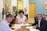EL Ayuntamiento y Ecovidrio firman un convenio para fomentar el reciclado de vidrio en Puerto Lumbreras