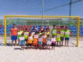 25 niños y niñas participan en el IV campus regional de fútbol playa